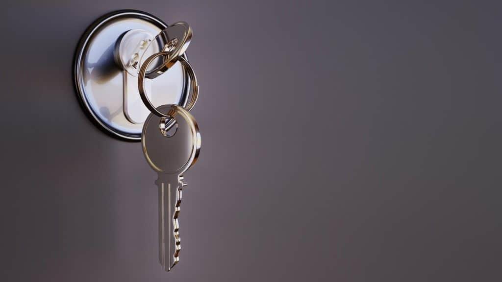 מפתח בתוך מנעול דלת